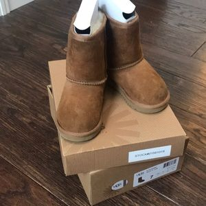 Kids (Toddler) Authentic Classic UGG Boots size 7